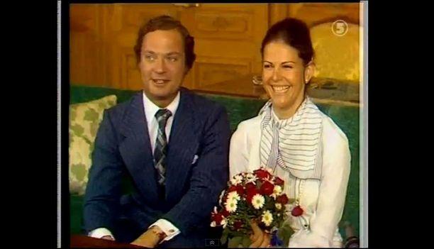 Unelmien poikamies rakastui kaunottareen. Kihlajaiskuva maaliskuulta 1976.
