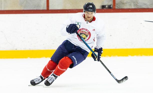 Florida Panthersin Aleksander Barkov odottaa itseltään ja joukkueeltaan parempia otteita.