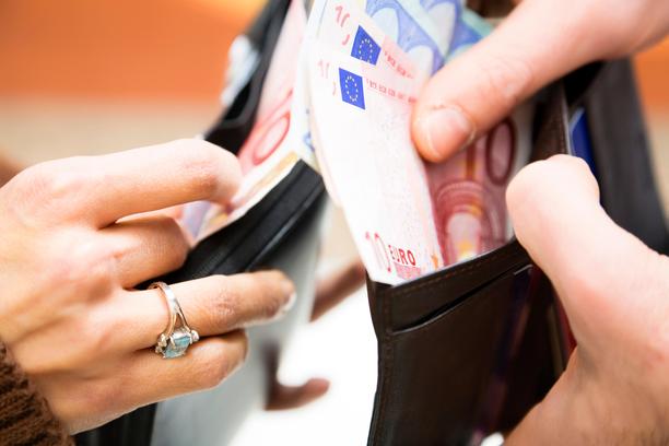 Yksityisen sektorin mediaaniansio on 3 350 euroa.