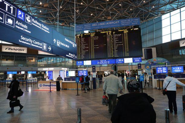 Siitä ei ole tietoa, milloin uusi teknologia mahdollisesti otetaan käyttöön Helsinki-Vantaan lähtevien matkustajien turvatarkastuksessa. Arkistokuva.