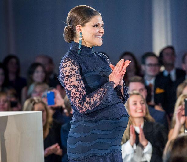 Säteilevä Victoria edusti torstaina viimeistä kertaa ennen äitiyslomaa.