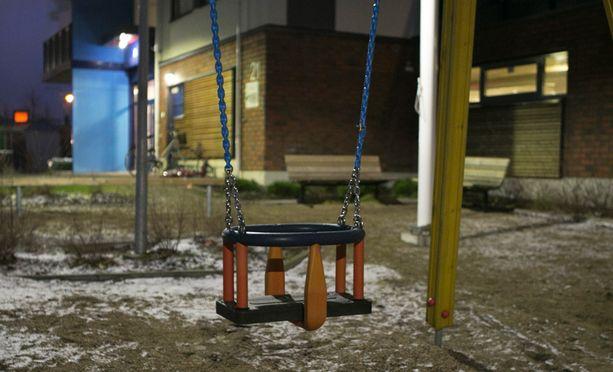 Poliisi löysi kaksi kuollutta lasta kuopiolaisasunnosta lauantaina.