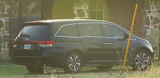 Kuuden kuukauden ikäinen tytär jäi tähän autoon, kun isä meni sisälle ottamaan nokoset.