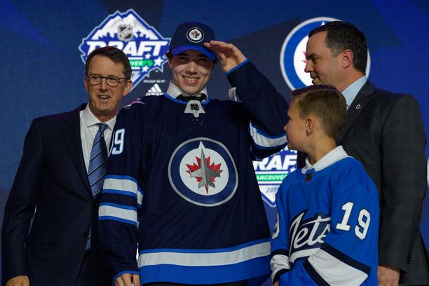 Winnipeg Jets varasi Ville Heinolan numerolla 20.