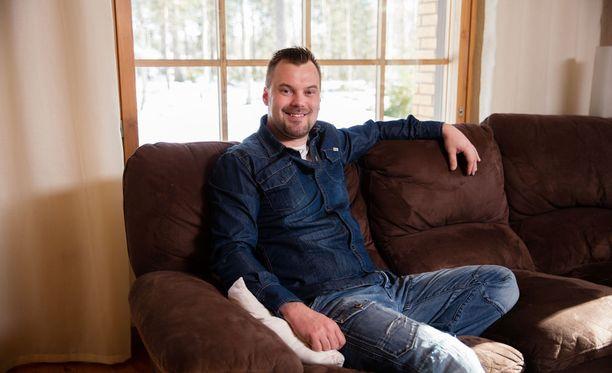 Laulaja Heikki Koskelo etenee nyt päivä kerrallaan. Hän ei halua kommentoida, onko rakkauselämässä tapahtunut muutoksia.
