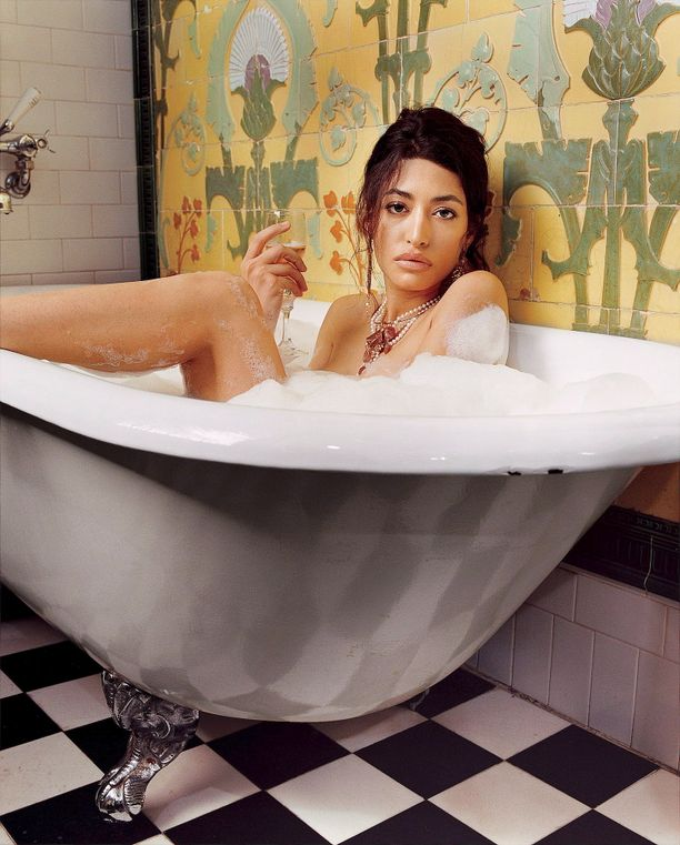 Wafah Dufour on tehnyt mallin töitäkin ja poseerannut myös miestenlehti GQ:ssa tammikuussa 2006.