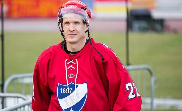 Mika Kortelainen HIFK:n ja Jokerien legendaottelussa 2014.