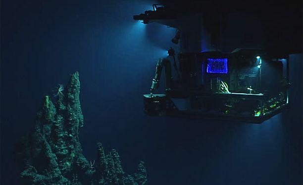 Miehittämätön sukellusalus Deep Discover lähettää live-kuvaa Mariaanien haudasta.