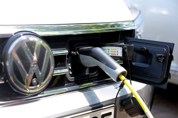 GTE-lataushybridin latauspistoke on maskissa.