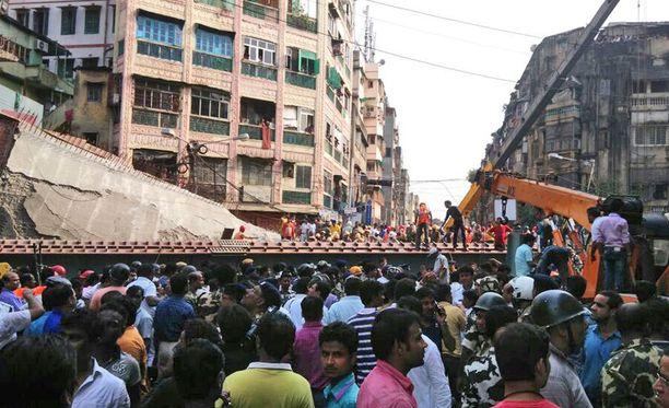 Vakava onnettomuus tapahtui lounasaikaan vilkkaalla alueella Kalkuttassa.