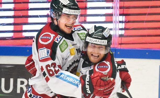 Artturi Lehkonen (vas.) oli SHL:n pudotuspelien paras maalintekijä.
