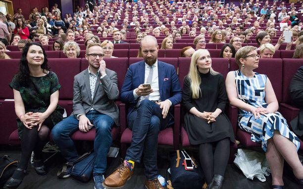 Emma Kari (ensimmäinen vasemmalta) ja Touko Aalto (keskellä) ovat vahvimmat ehdokkaat Ville Niinistön seuraajaksi.