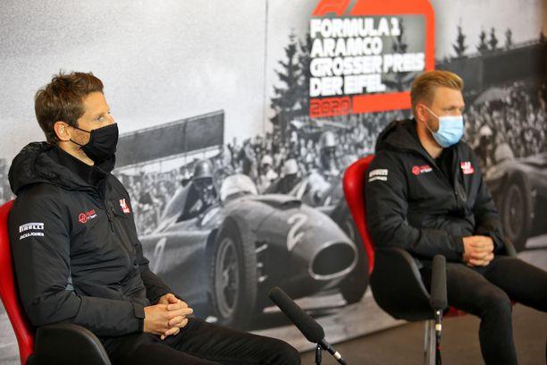 Romain Grosjean (vas.) ja Kevin Magnussen ajavat tällä hetkellä Haas-tallissa.