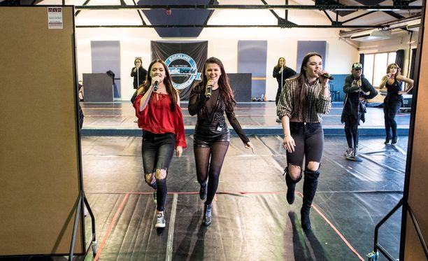 Saara sijoittui toiseksi X Factorissa Matt Terryn jälkeen. Kolmanneksi tuli 5 After Midnight.