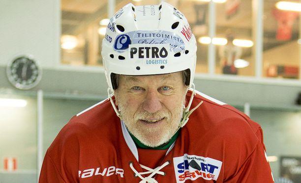 Timo Nummelin on palannut jäälle. Harjoituksia on jopa viisi kertaa viikossa.