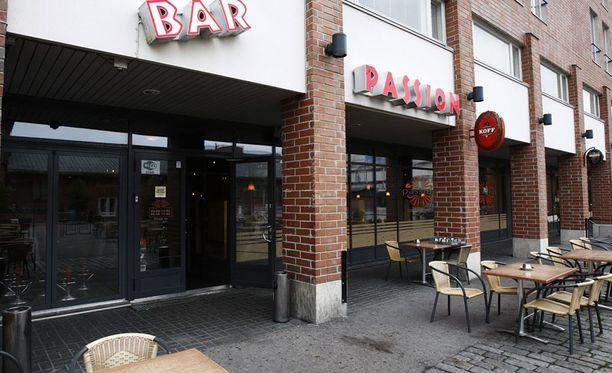 46-vuotias mies menehtyi tamperelaisen Bar Passionin edustalla. Ovimies esti vahvasti humalaisen ja huonosti käyttäytyneen miehen sisäänpääsyn ravintolaan.