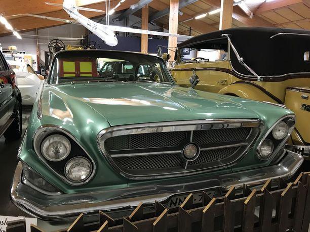 Vuodelta 1962 Chrysler New Yorkerissa on V8-moottori.