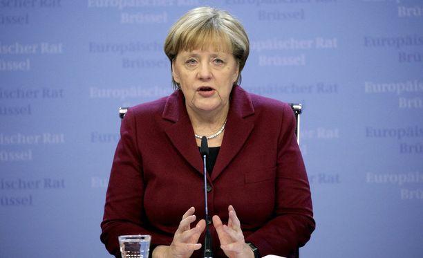 """Saksan liittokansleri Angela Merkel kommentoi Berliinin tapahtumia tiedottajansa välityksellä. """"Suremme kuolleita"""", Merkelin tiedottaja tviittasi."""