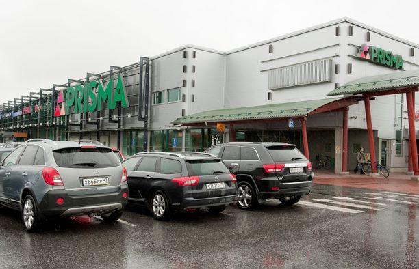 Lappeenrannan Prisma on yksi maan suurimmista hypermarketeista ja normaaliaikoina myös venäläisten suosiossa. Arkistokuva.
