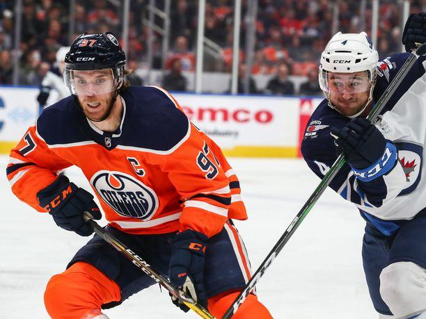 NHL-kauden on tarkoitus jatkua Edmonton Oilersin kotihallissa.