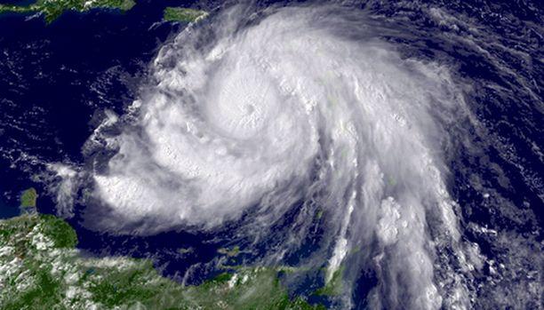 Voimia keräävä hurrikaani Dean riepottelee parhaillaan Karibianmeren saaria.