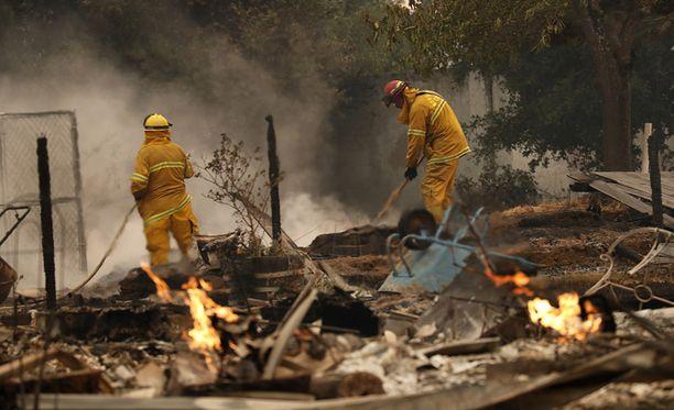 Poliisi uskoo, että lisää uhreja löytyy, kun palaneita taloja käydään läpi. Taloja on palanut ainakin 1 500.