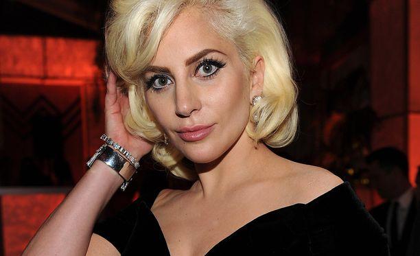 Stefani Joanne Angelina Germanotta eli Lady Gaga astuu Levi's Stadiumille laulamaan Yhdysvaltojen kansallislaulun ennen NFL:n mestaruusottelua.