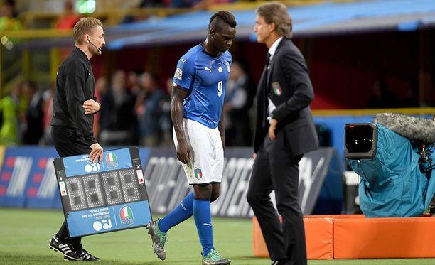 Bolognalaisyleisö ei hyväksynyt Mario Balotellin panosta Puola-pelissä.