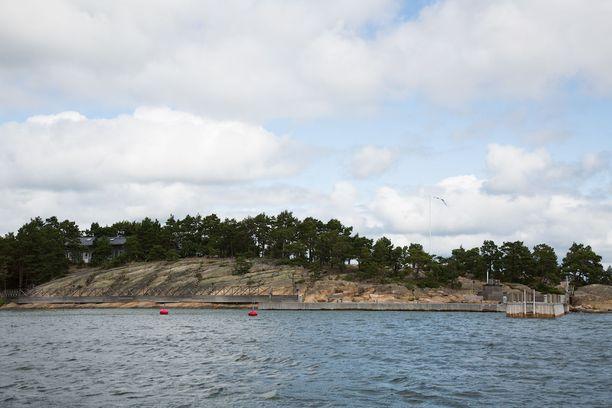 Venäläistaustainen Airiston Helmi on hankkinut lukuisia saaria ja maa-alueita Suomeen johtavien syvävesiväylien varrelta.