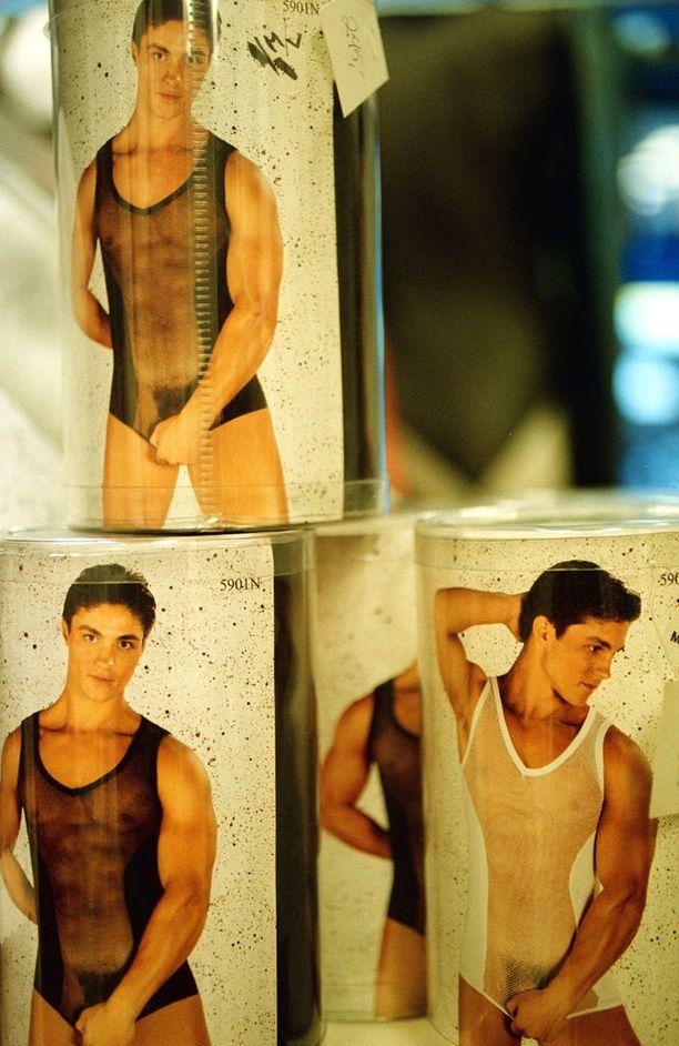 Miesten seksikkäitä alusvaatteita marraskuulta 2000.