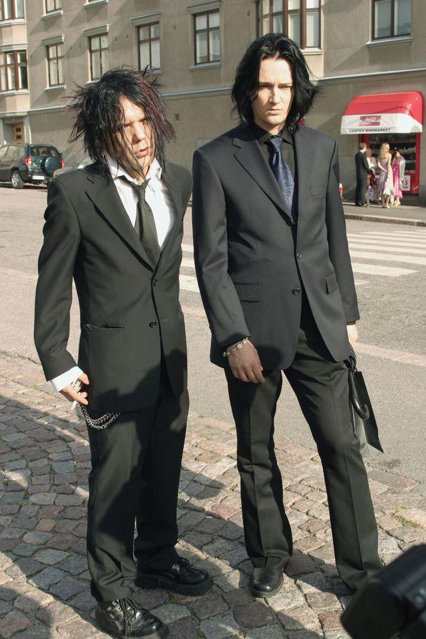 Kuvassa Jussi69 ja Jyrki69 vuonna 2004 matkalla Klara Kivilahden häihin.