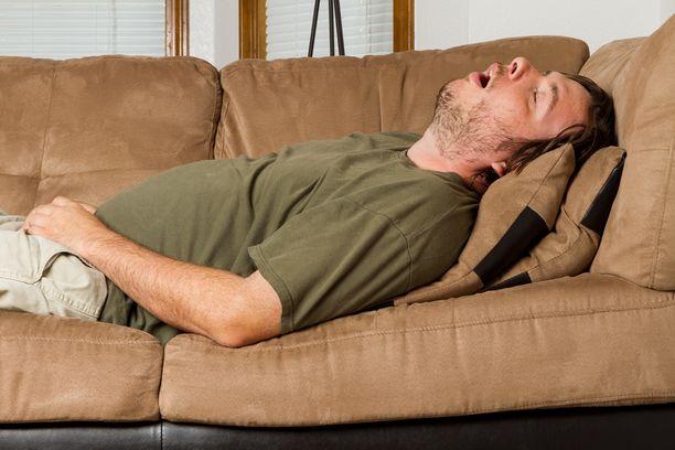 Miessukupuoli on yksi uniapnean riskitekijä.