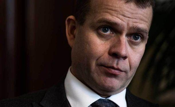 Sisäministeri Petteri Orpon (kok) mukaan kiistanalainen sopimus tehtiin, koska EU on pahasti selkä seinää vasten.