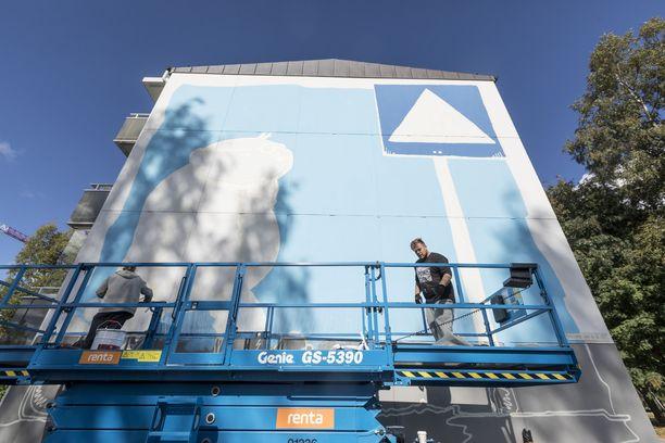 Fingerpori-maalaus on vain yksi kahdestakymmenestä festivaalin aikana syntyvästä muraalista.
