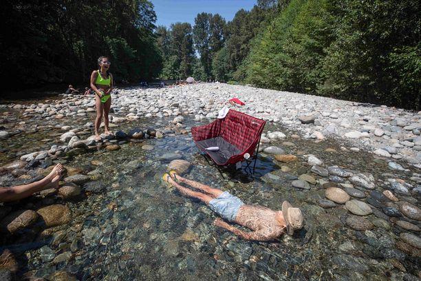 Albert Huynh viilensi itseään hyisessä Lynn Creekin vedessä kansallispuistossa Pohjois-Vancouverissa.