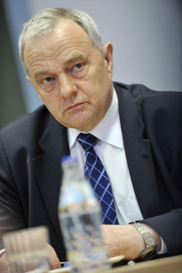 Kyösti Virrankoski oli Euroopan parlamentin jäsen vuosina 1996-2009. Hän toimi EU-budjetin esittelijänä parlamentissa vuonna 2008.