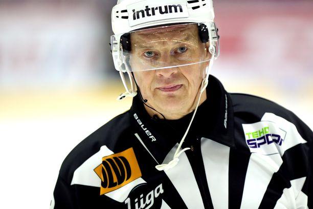 Tuomarilegenda Jari Levonen ruotii naisten MM-finaalin outoja tapahtumia.