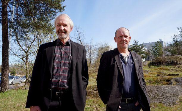 Arto Karalahti (vasemmalla) ja Juha Rautaheimo ovat tavanneet toisensa jo 40 vuotta sitten. Yhdessä he ovat tehneet töitä 16 vuotta. Nyt he jäävät eläkkeelle lähes samaan aikaan.