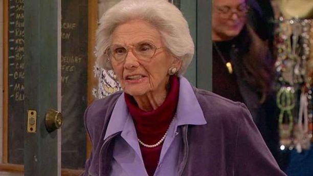 Connie Sawyer näytteli vielä vanhoilla päivillään.