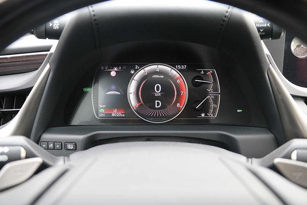 F Sport version mittaristo vaihtaa väriään, kun päälle kytkee Sport + ajotilan.