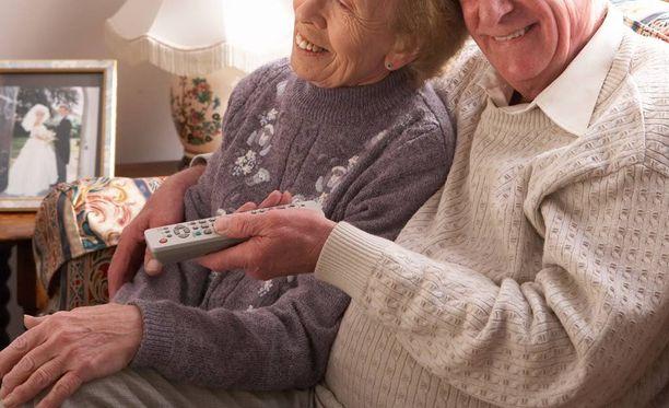 Monet iäkkäät ihmiset karsastavat pelaamista, vaikka tutkijan mukaan ei ehkä kannattaisi.