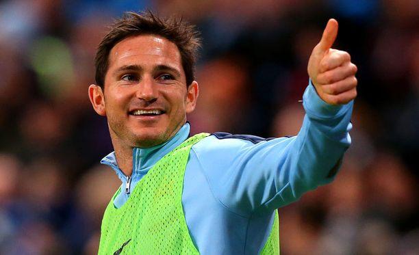 Lastenkirjailija Frank Lampard pelaa perjantaina 17. kerran Valioliigan tapaninpäiväottelun.