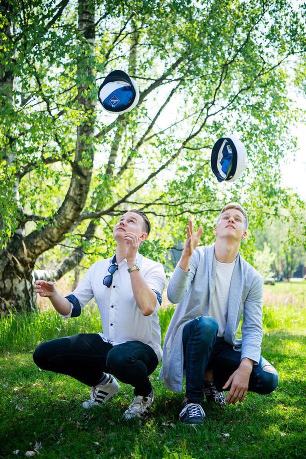 Atte (vasemmalla) ja Max ovat paiskineet tiiviisti töitä koko lukion ajan.