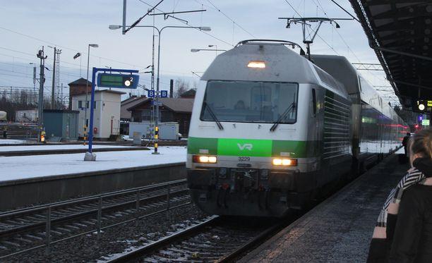 VR aikoo yhdistää kaukoliikenteen juna - ja ravintolapalvelut. Kuvituskuva.
