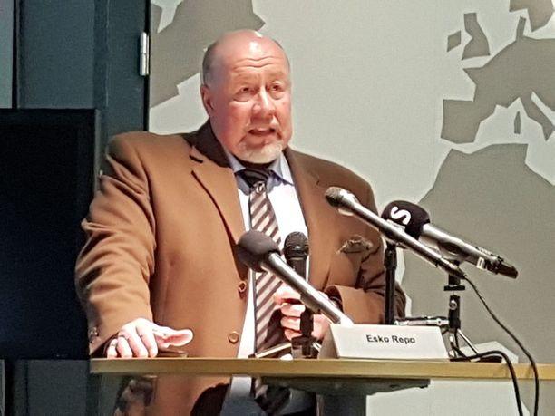 Turvapaikkayksikön johtaja Esko Repo myöntää, että etenkin loppuvuodesta 2015 tulkkaukset olivat osittain heikkolaatuisia.