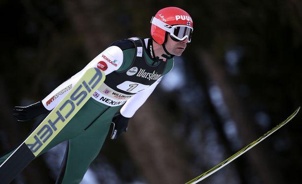 Janne Ahonen oli mukana joukkuemäessä.
