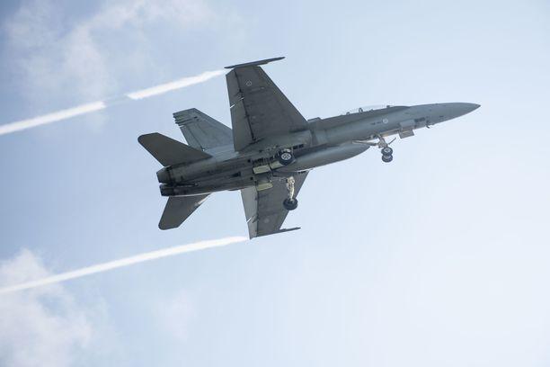 Hallitus tekee lopullisen päätöksen Hornetien korvaajista ensi vuoden loppuun mennessä. Kuvan Hornet osallistui Baana 19 -laskeutumisharjoitukseen Lusin suoralla Heinolassa syyskuussa 2019.
