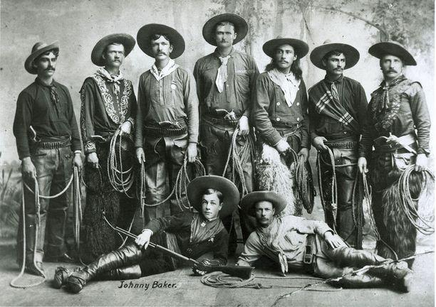 Buffalo Billin näytöksissä esiintyvät cowboyt loivat trendejä Yhdysvaltain Villi länsi -intoilijoille.