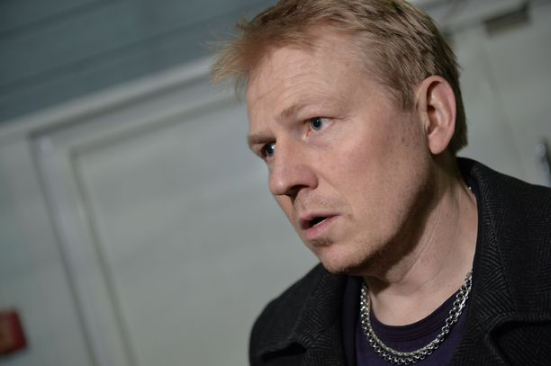 HJK:n toimitusjohtaja Aki Riihilahti kaipaa pelaajilta sitoutuneisuutta.