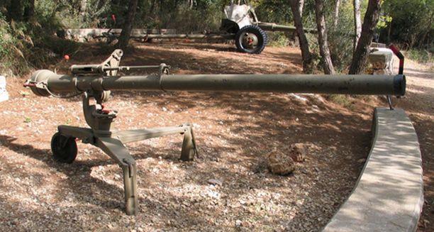 Amerikkalainen raskas sinko M40. Panssarimuseon johtaja, everstiluutnantti evp Timo Teräsvalli arvioi, että kurditaistelijoilla kuvassa oleva sinko on todennäköisesti M40.